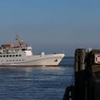 "Bilder aus Cuxhaven - Helgolandschiff ""Funny Girl"" legt ab"