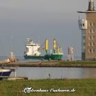 Schiff und Radarturm in Cuxhaven