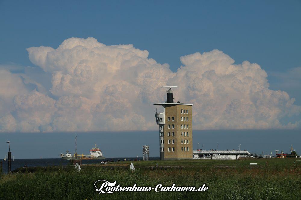 Cuxhaven Blauer Himmel Wolken Radarturm Alte Liebe Hafen