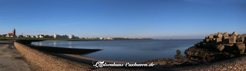 Grimmershörnbucht, kalt, blauer Himmel in Cuxhaven