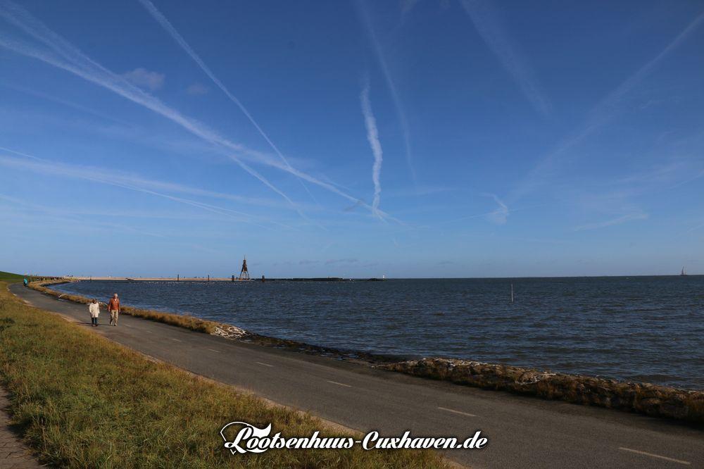 Cuxhaven Kugelbake Herbst blauer Himmel Meer Nordsee Grimmershörn Kugelbake