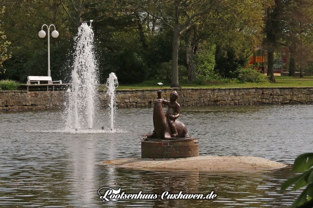 "Cuxhaven April Kurpark Sonne See Wasserfontäne Springbrunnen ""Schipperjunge auf Seelöwe"" Frühling Döse"