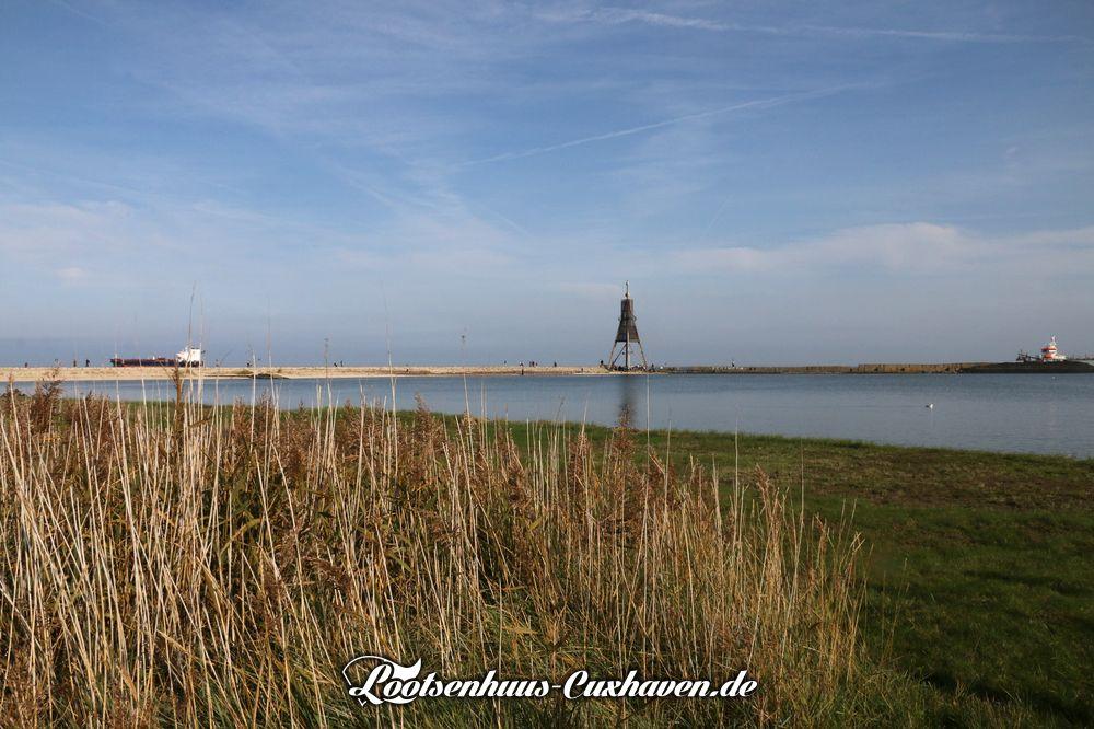 Schöner Sonnenschein und bestes AUsflugswetter im Oktober 2019 an der Kugelbake in Cuxhaven