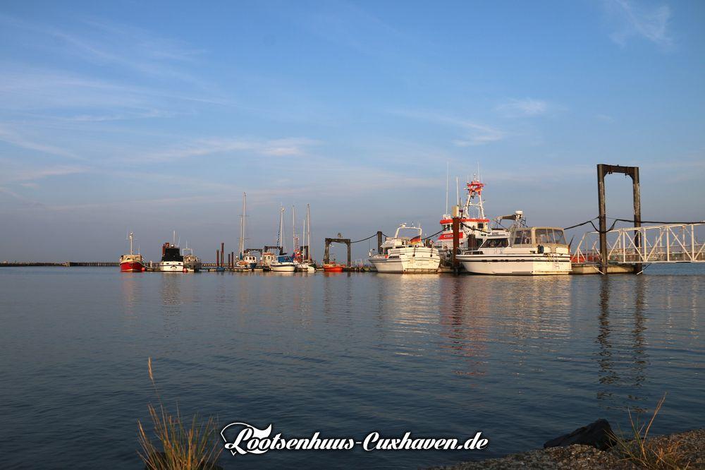 Blauer Himmel und 19,5°C einen Tag nach Herbstanfang an der Nordsee in Cuxhaven.